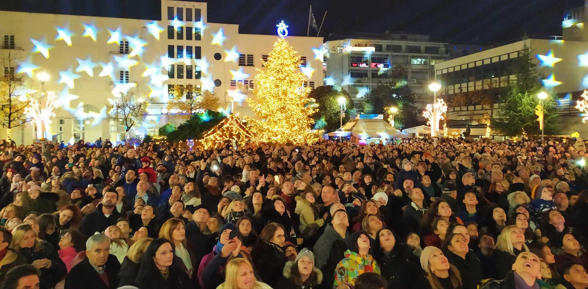 Άναψε το Χριστουγεννιάτικο Δέντρο στην Καρδίτσα (ΦΩΤΟ-VIDEO)